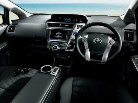 Toyota Prius Alpha от 2016